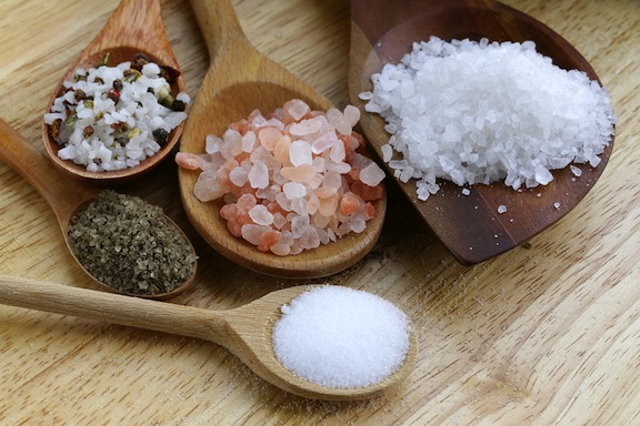 كيفية استخدام الملح فى معرفة البيض الجيد