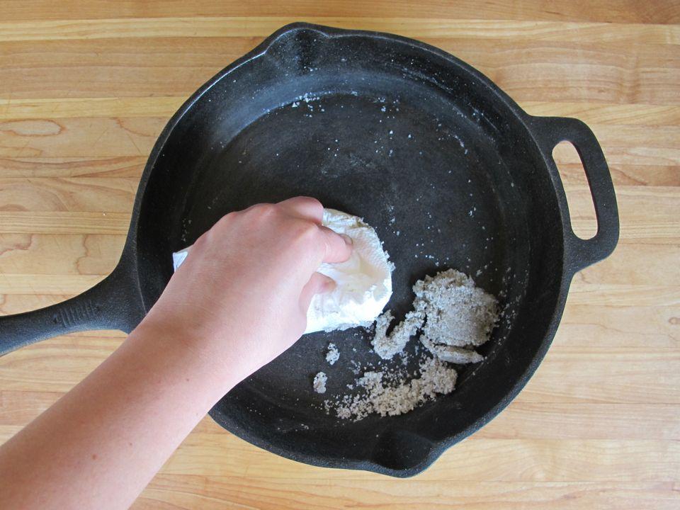 كيفية استخدام الملح فى منع التصاق الطعام