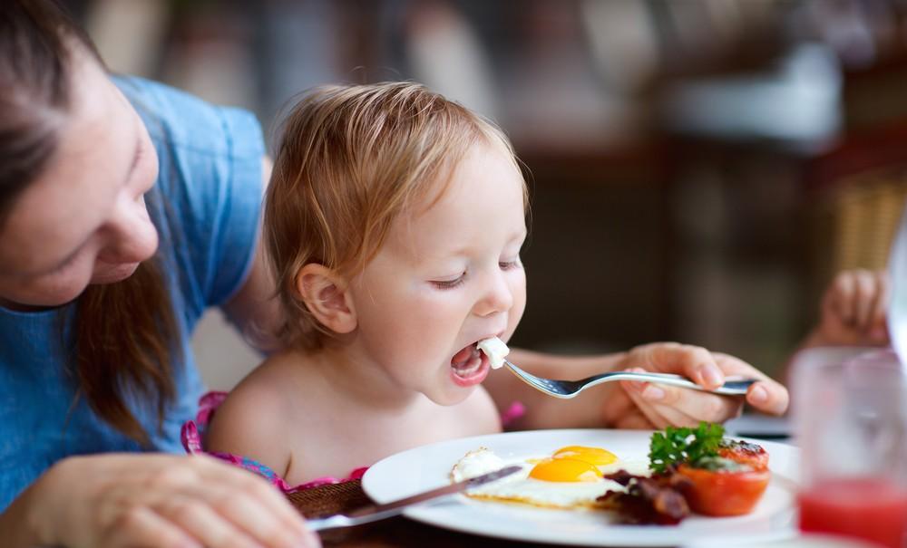 اطعمة لابد أن يتناولها الطفل يوميا