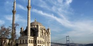 مسجد أورطاكوي : عرف هذا المسجد أيضًا باسم المسجد المجيدي، تيمنًا بالسلطان \