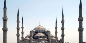 مسجد السلطان أحمد : بُني هذا المسجد في الفترة الممتدة بين عاميّ 1609 و1616، خلال عهد السلطان \