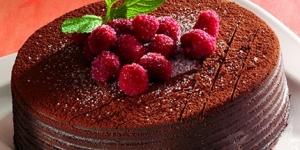 طريقة عمل كيكة الشوكولاتة والتوت الأحمر