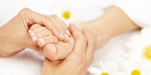 حركات تساعدك على التخلص من تورم القدمين