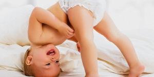 كيف نغلق حفاضة الطفل المستعملة