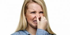وصفات طبيعية للتخلص من رائحة العرق