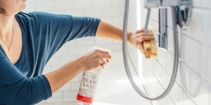 كيفية تنظيف إكسسوارات الحمام
