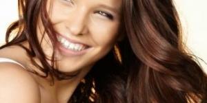 طريقة طبيعية لصبغ الشعر باللون البنى