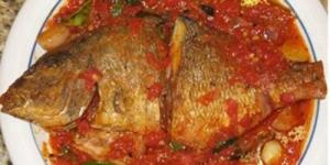 طريقة عمل السمك بصوص الطماطم
