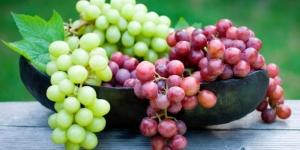 نصائح عند شراء العنب وتناوله