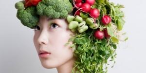 معتقدات خاطئة عن تغذية الشعر