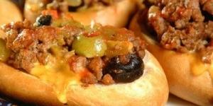 طريقة عمل ساندوتش اللحم المفروم بالزيتون