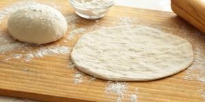 طريقة عمل عجينة البيتزا الايطالية الاصلية