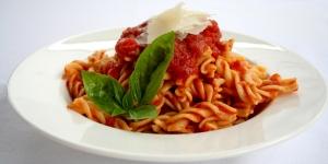 طريقة عمل مكرونة بالدجاج وصوص النابوليتانا الايطالى