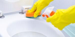 كيفية تنظيف المرحاض بسهولة وامان