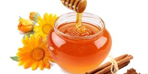 القرفة والعسل لعلاج حب الشباب
