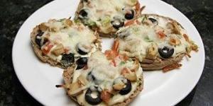 نقانق البيتزا بالتونة والزيتون الأسود