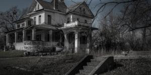 منازل مسكونة لحدوث جرائم قتل بشعة بها