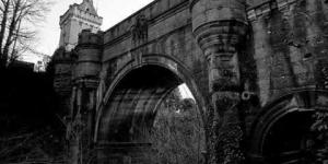 الجسر الدافع للانتحار