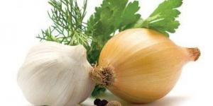 كيفية التخلص من رائحة الثوم والبصل