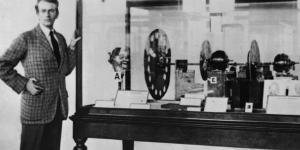 جون بيرد John Logie Baird مخترع التليفزيون.