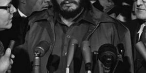 الرئيس الكوبي فيديل كاسترو وفردتى الحذاء