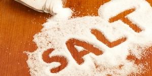 الفرق بين الملح المكرر  المضاف له اليود وبين الملح البحري