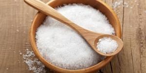 استخدام الملح فى نظافة الطاولة او الترابيزة