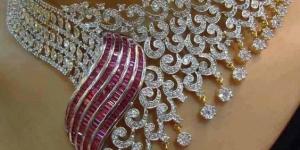 عقد الماس رقيق